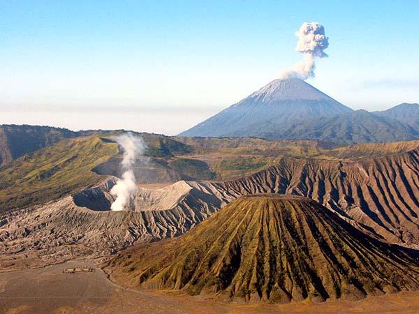 10 Gunung Paling Indah di Indonesia
