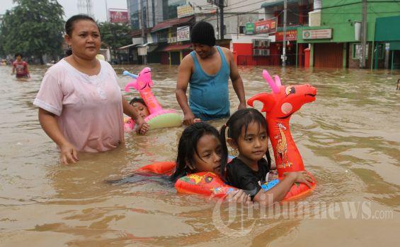 20130116_Wisata_Banjir_Jakarta_3946[1]